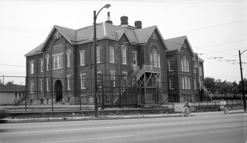 "Frost, Walter E. ""Mount Pleasant School [Broadway and Kingsway],"" June 4, 1972. AM1506-S1-: CVA 447-255. Image courtesy of the City of Vancouver Archives."